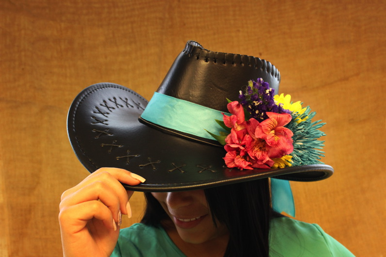 Step-by-step: DIY Cowgirl Hat Flower Bouquet