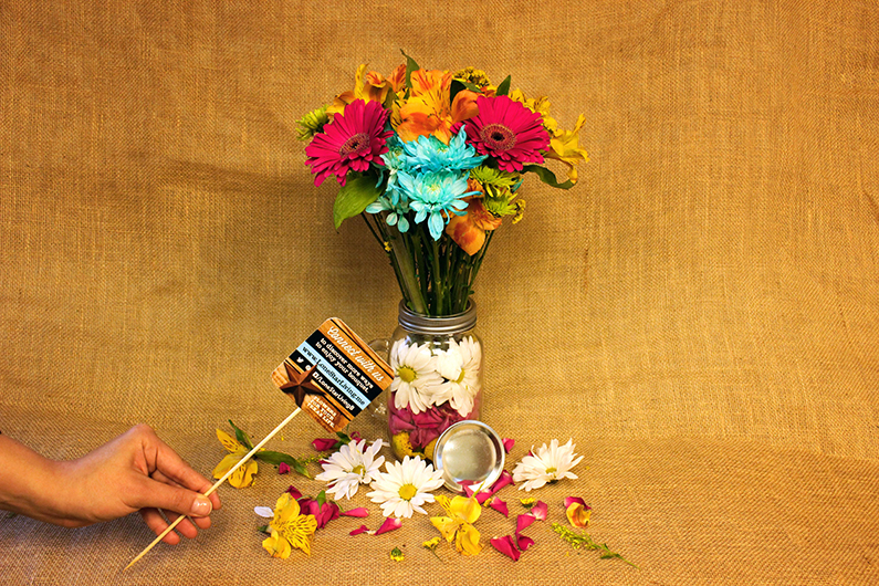 DIY |Freshen up your Mason Jars with Fresh Flowers