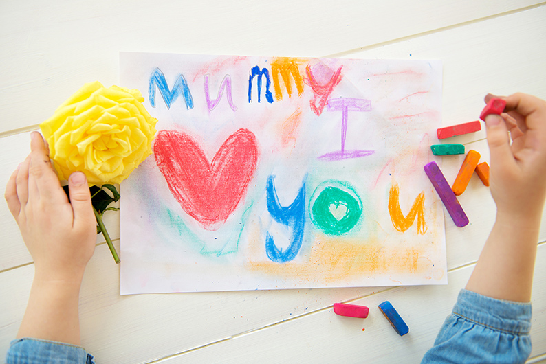 Compliment your kids greeting cards with fresh flowers